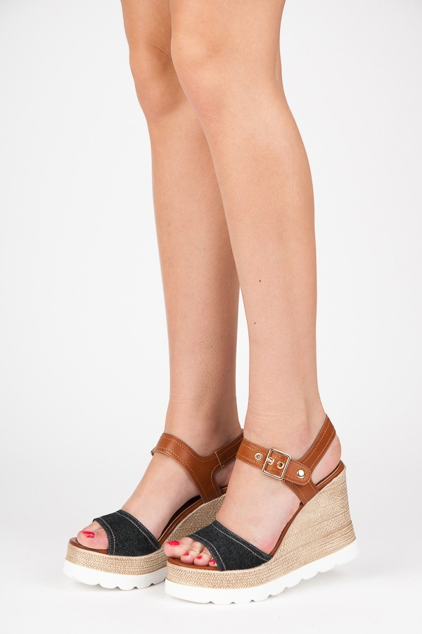 1181b41baa4c Elegantné čierne sandále na platforme - Dámske prádlo a doplnky