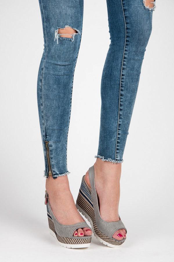 Luxusné šedé sandále na kline so vzorom - Dámske prádlo a doplnky 41ad3d8beaf