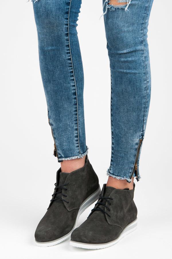 59037c75a455 Pekné šedé členkové topánky na šnurovanie - Dámske prádlo a doplnky