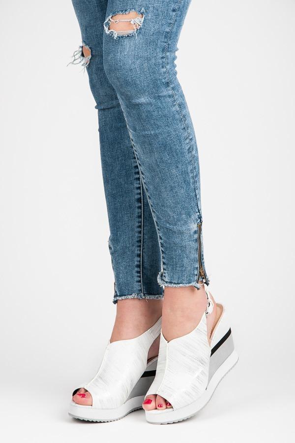 ba38a26241d8 Pohodlné biele sandále na kline - Dámske prádlo a doplnky